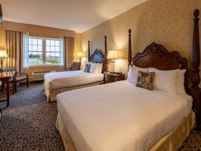 Double Queen room at AmishView Inn & Suites