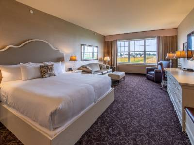 Grand King room at AmishView Inn & Suites